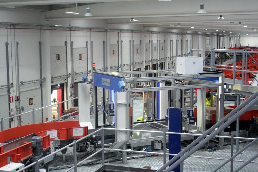 El consejero de Transportes de la Comunidad de Madrid y la alcaldesa  de San Fernando inauguran el nuevo depot de TNT en Madrid