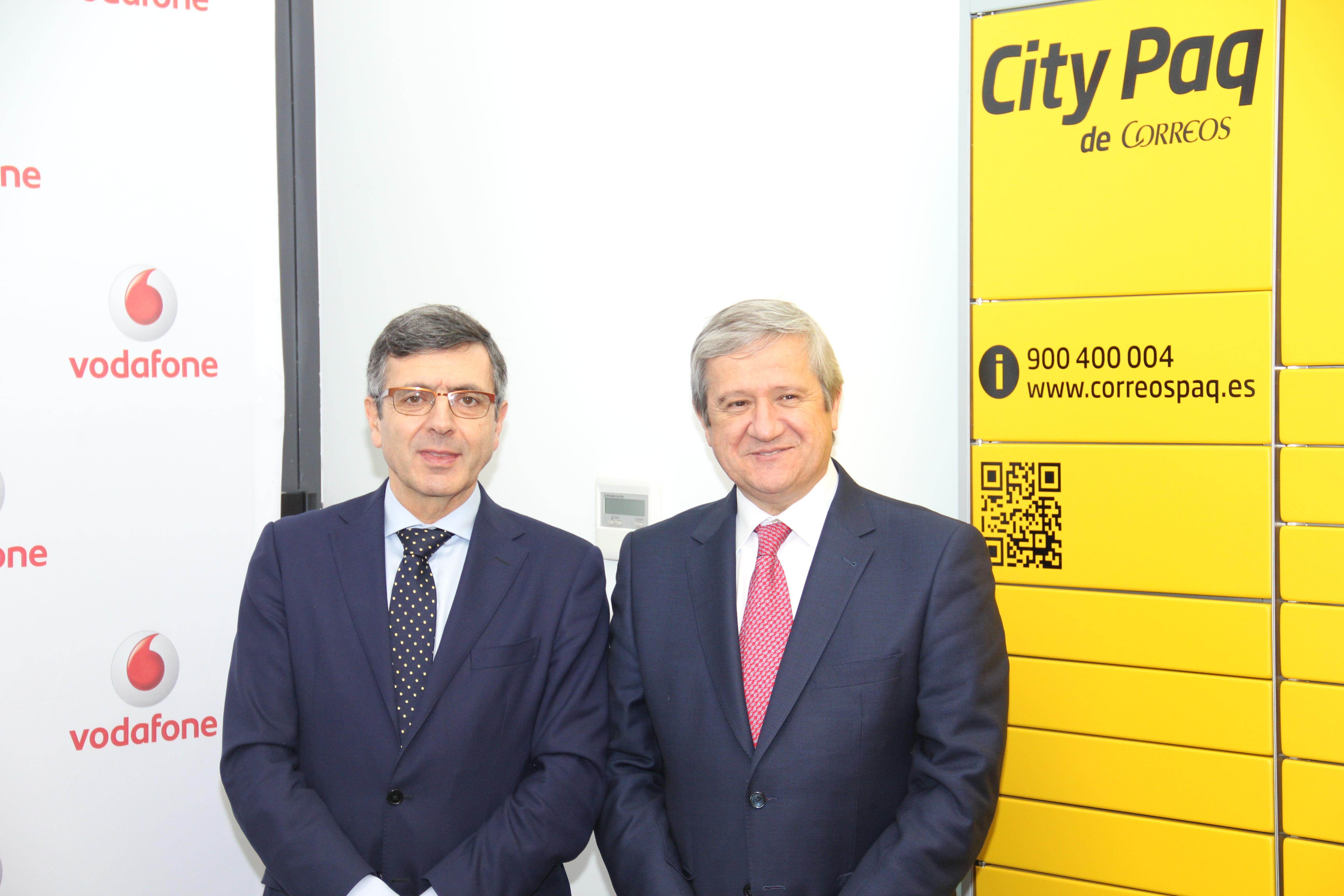 Correos instalará los terminales 'CityPaq'  en las sedes de Vodafone