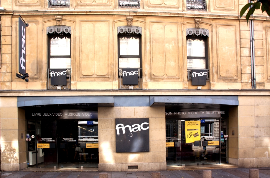 Fnac comienza a usar sus establecimientos para las entregas en 24 horas