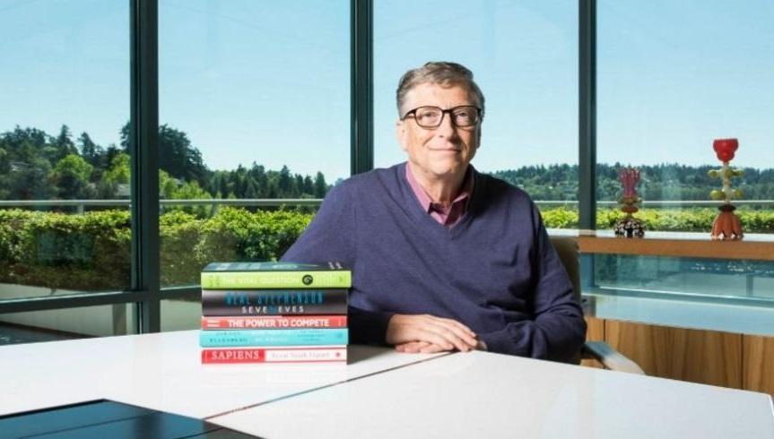 Los cinco nuevos libros que Bill Gates recomienda para este verano