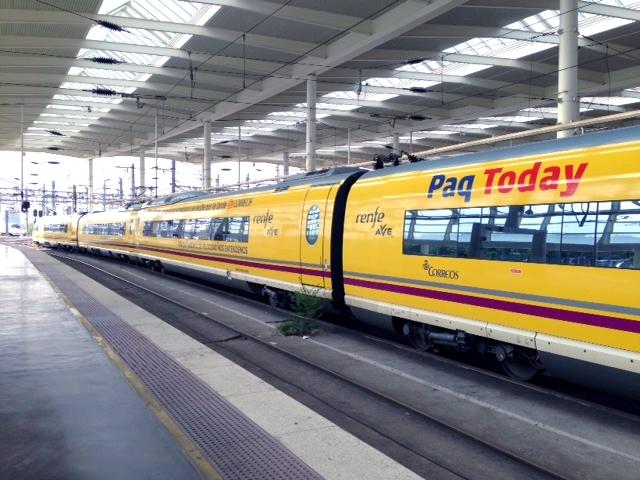 Correos personaliza un tren AVE con Paq Today