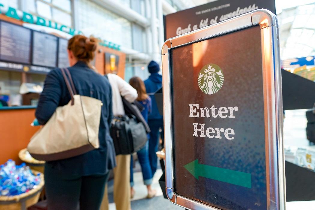 La cara y la cruz de los pedidos 'online' de Starbucks