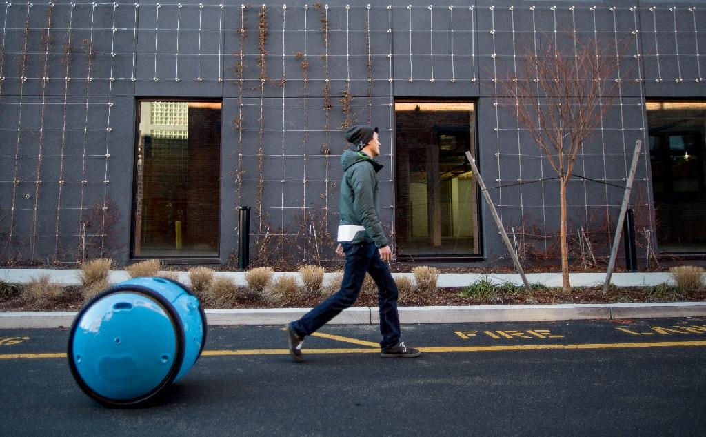 La vespa de Piaggio tiene nuevo compañero: Gita, el robot de carga