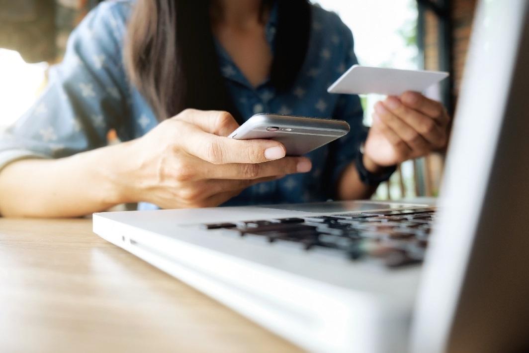 Los españoles son aún reticentes al pago online