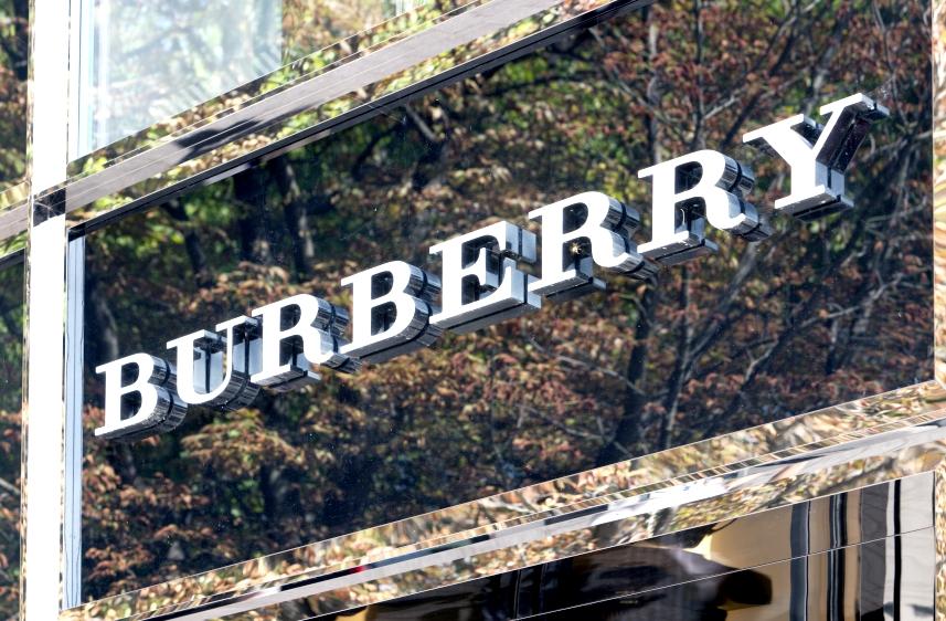 Burberry vuelve a liderar el ránking de moda online