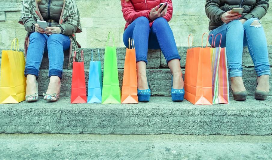 Más del 30% de los jóvenes extraña el contacto humano en la compra online