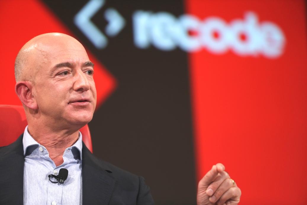 """El sueño que Jeff  Bezos pretende hacer realidad: """"poder hablar con máquinas"""""""