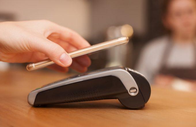 Inditex permitirá el pago por móvil en España a partir de septiembre