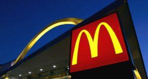 McDonald's comienza a probar el envío a domicilio con UberEATS