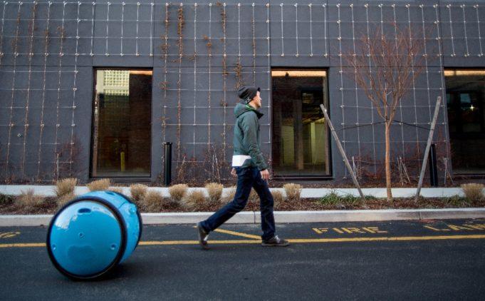 La vespa de Piaggio tiene nuevo compañero: Gita el robot de carga