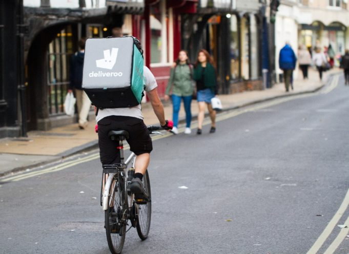 "Los ""riders"" de Deliveroo y Glovo se rebelan"