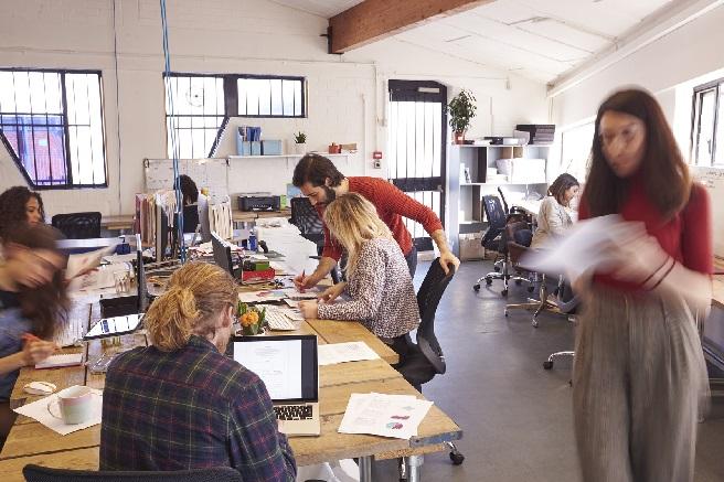 El punto débil de los millennials: inseguros y adictos al trabajo