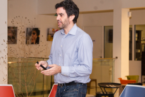 """Pablo Rabanal, CEO y fundador de Reclamador.es, durante su ponencia """"Innovar para liderar una categoría: legaltech y el caso de Reclamador.es""""."""