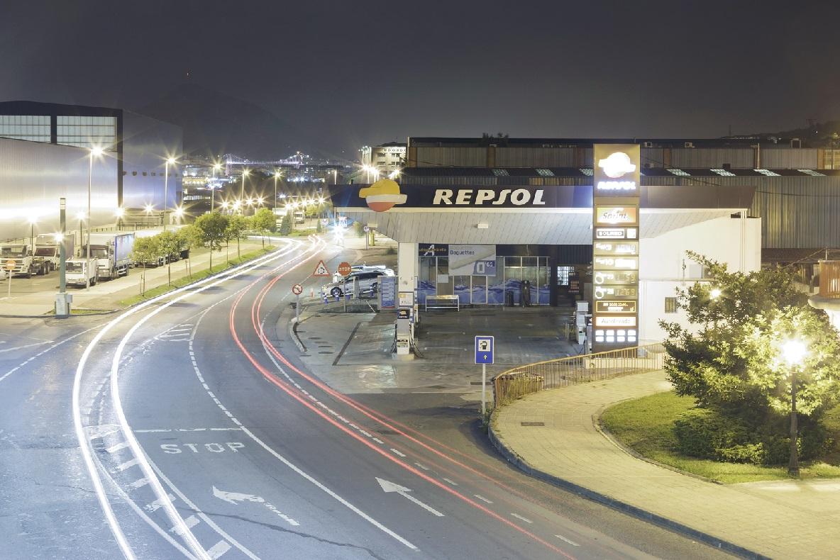 Repsol se alía con Starbucks y pone en marcha tiendas saludables