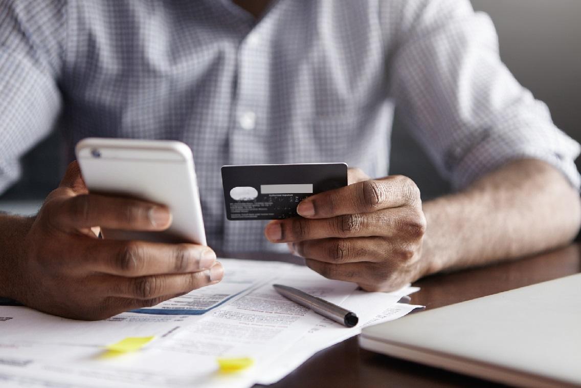 Los consumidores online confían más en la intuición que en la razón