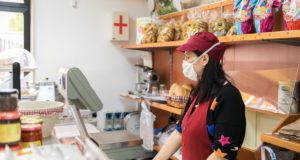 La reticencia a estar en espacios reducidos pasa factura a los pequeños negocios de alimentación