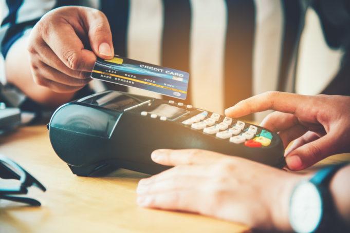 El pago con tarjeta, preferiblemente contactless, como medida de prevención ante el COVID-19