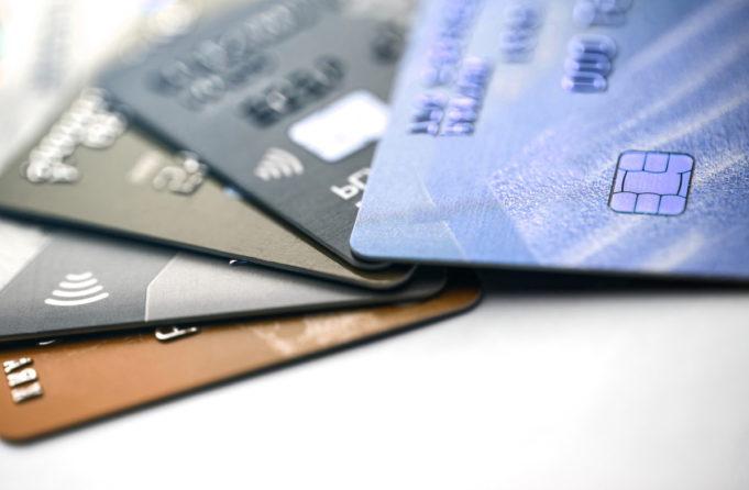 Anticipo de una recesión: desciende en un 55% el uso de las tarjetas