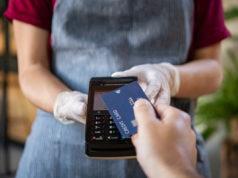 El gasto con tarjeta se redujo un 60% en abril