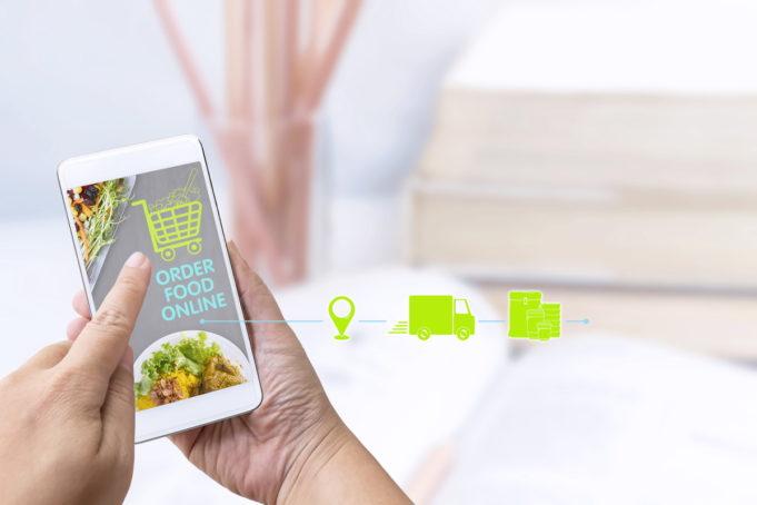 La restauración busca un nuevo acuerdo con Glovo, Just Eat, Deliveroo y Uber Eats