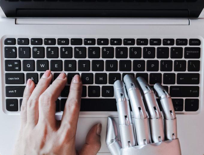 Desde el soporte humano al automatizado: la hora del asesor inteligente multicanal