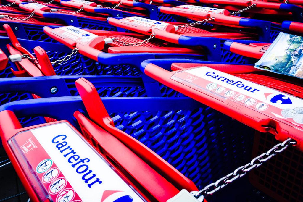 Carrefour instala puntos de recogida de pedidos de Ikea en