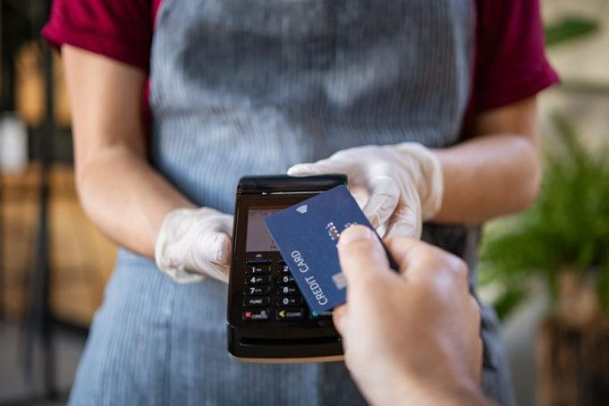 pagos-contactless-tarjeta-representan-80-por-ciento-gasto-consumidores-establecimientos-fisicos